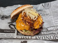 Hamburguesa de cochino negro, cheddar y bbq_Nómada emotion street food