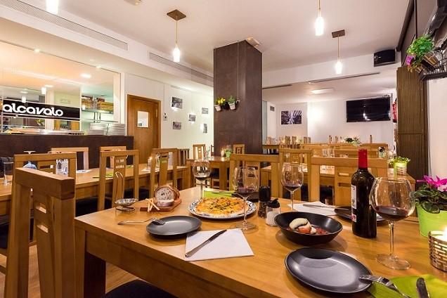 Local y mesa-Alcavalo