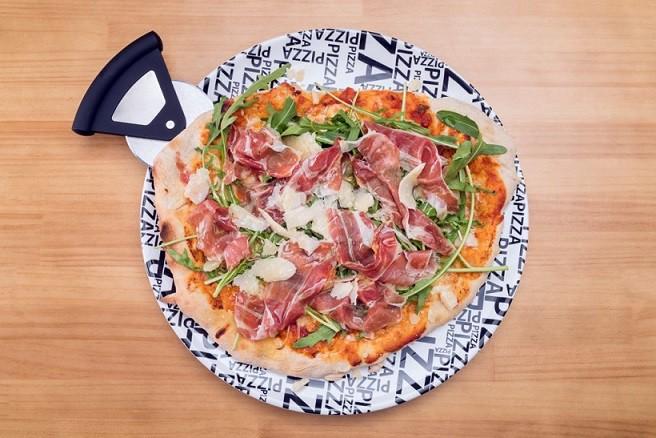 Pizza jamón ibérico,cebolla y parmigiano-Alcavalo