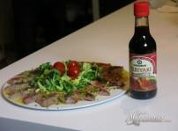 ensalada de tataki de atún con salsa teriyaki