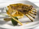 Costillar de cabrito asado en cazuela de hierro colado y lemon gras Urkiola Mendi