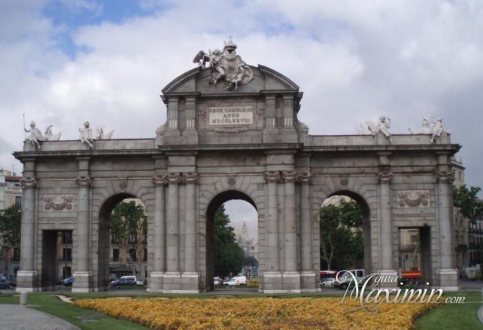 Puerta-de-Alcala-de-Madrid-1024x701