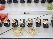 Roll de arroz negro con calamares y ali-oli _El Balc+¦n_Mercado Lonja del Barranco (12)