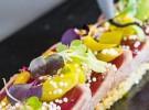 Tataki de atún con cuscús, chutneyde mango y piparras-BACIRA