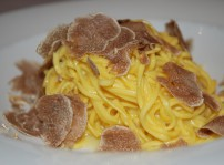 Da Guiseppina - Tallarines finos al huevo con mantequilla y trufa