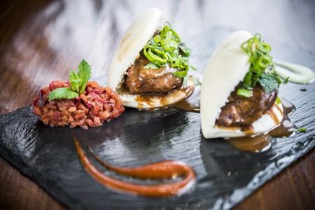La Dominga-Bao de carrilleras de cerdo en salsa tonkatsu y tartar de ciruelas
