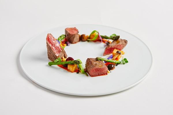 Solomillo y salteado de vegetales, Kitchen Club
