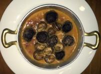 Albóndigas de Dos morcillas con piñones y acompañadas de guisito de caracoles, Los Galayos