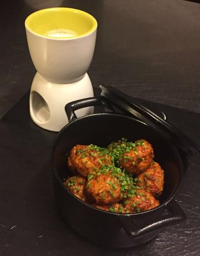 Albóndigas con chimichurri y fondue de queso de cabra, Vi Cool