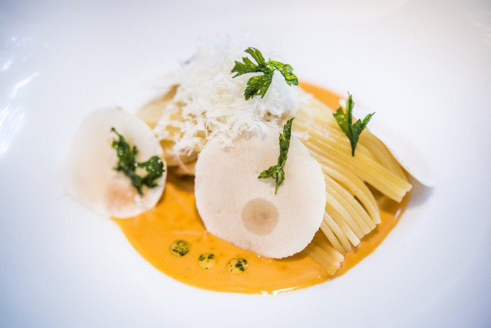 Reducción de langostinos con envoltini de spaghetti by Sergi Arola b