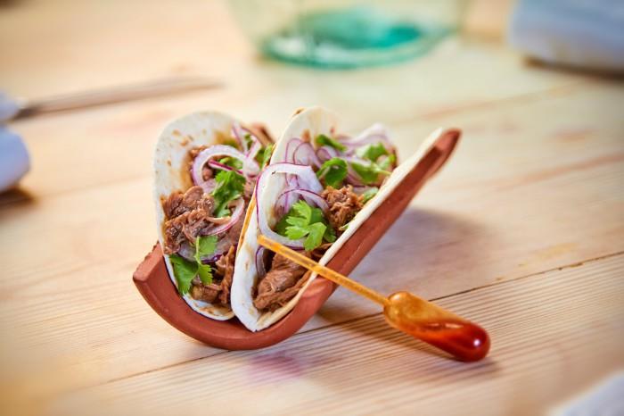 Taco mexicano de Solomillo del Pobre de La Finca con cebolla morada y cilantro1