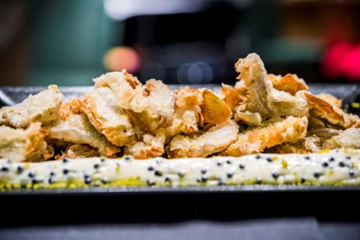 Alcachofas en tempura con muselina de huevas de mújol, Sandó