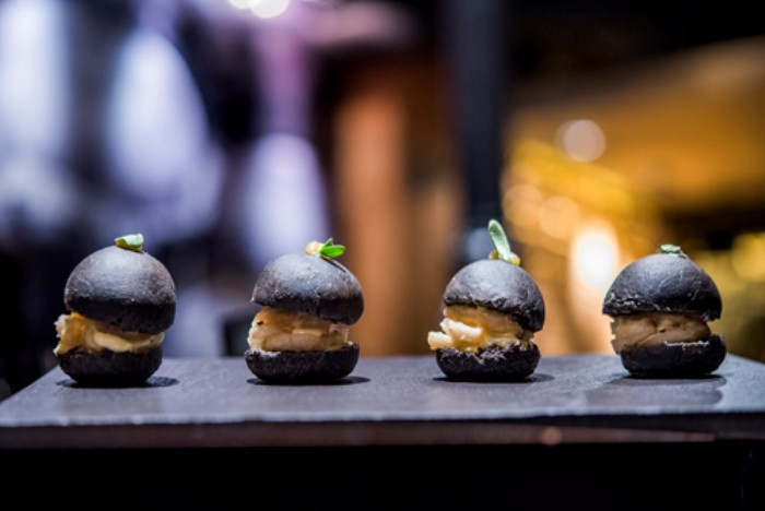 Bocata de calamares con nuestro pan de tinta, SOT, La Vermutería de Sergi Arola