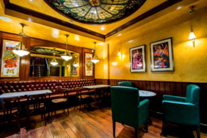 La Madrilen~a salón planta inferior
