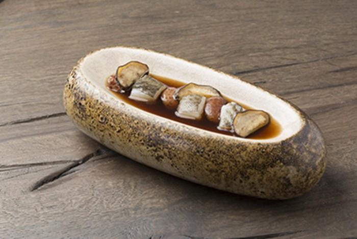 Bacalao, infusión de legumbres, papa trufa canaria_Nub
