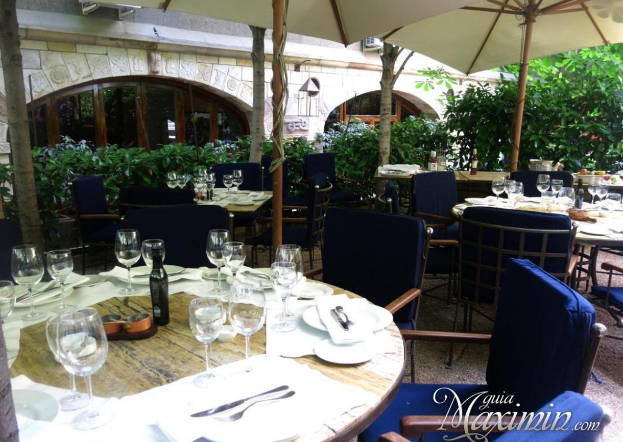 Disfrutando del menú internacional en Rubaiyat (Madrid)