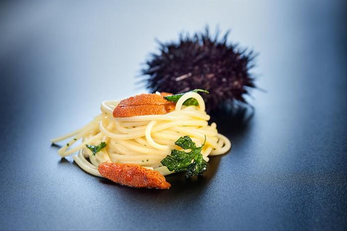 Spaguetti con ajo, guindilla y erizo de mar_El Remedio