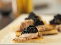 Tosta de foie de bacalao con caviar b