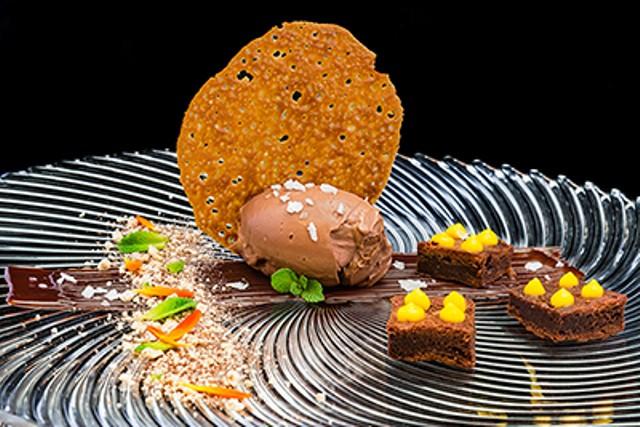 Respigo de chocolate_Postre elaborado por el chef Bruno Lombán con helado Revuelta