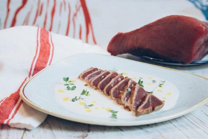 Chiringuito de El Señor Martín-Tarantelo de atún rojo sobre ajo blanco y yuzu