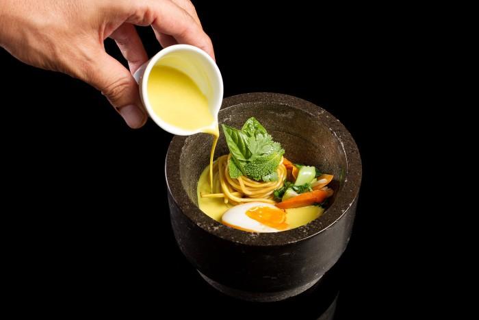 Ramen de bullabesa thai y noodels, Kitchen Club