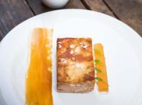 Cordero lechal de Colmenar Viejo con tofe de café y membrillo de manzana - El Mendrugo