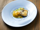 Raya asada al azafrán y fideos de arroz al pesto de rúcula_Lubora (2)