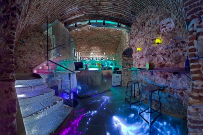 Sala barra, Las Cuevas de Sandó b