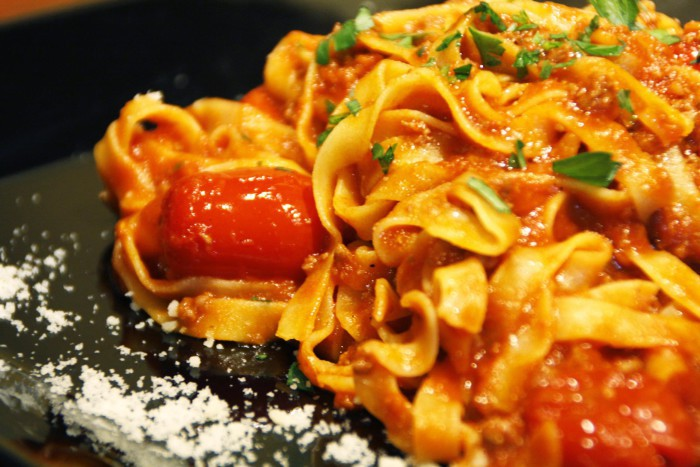 Spaguetti pomodoro e basilico_Trattoria SantArcangelo (2)