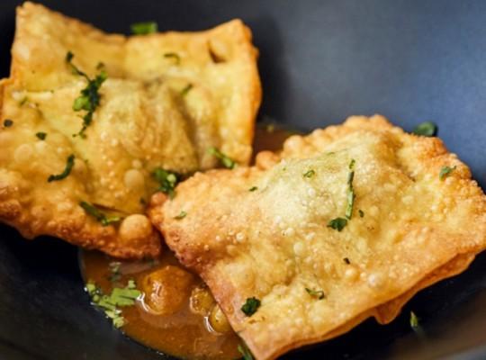 Wanton de carrillera de cerdo iberico con curry rojo_La sopa boba