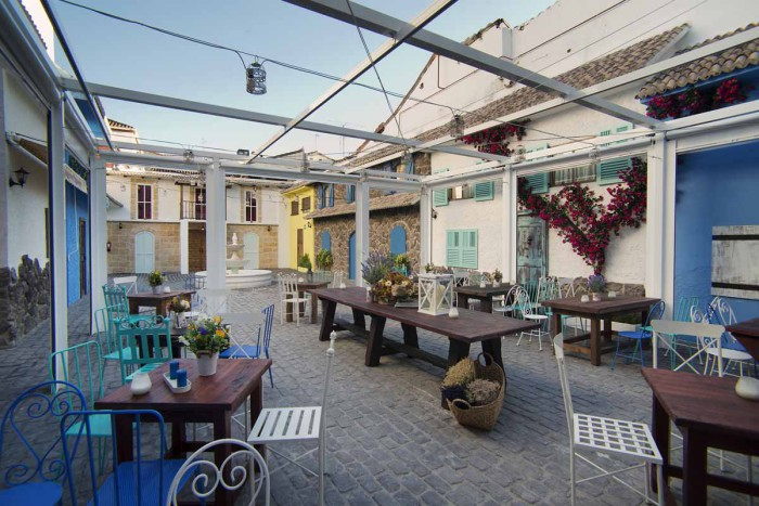 Mesas patio La Rollerie Alcala
