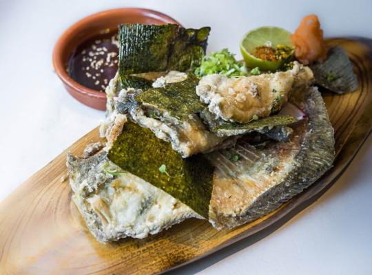 Rodaballo Hirame age, momiji oroshi, cebolleta china y nori tostado  - Oribu