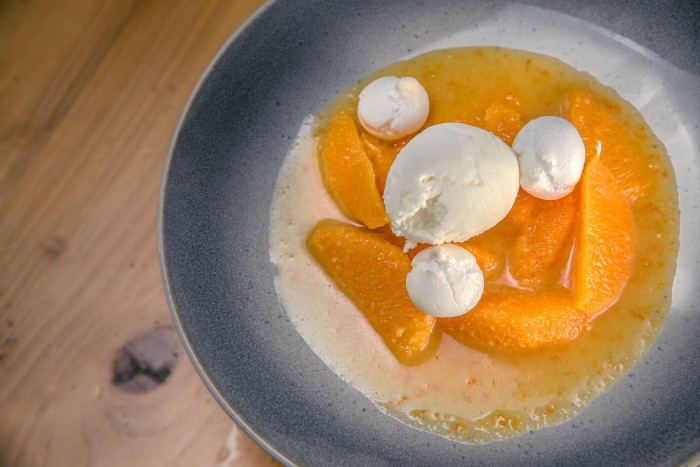 Naranjas suzette con merengues