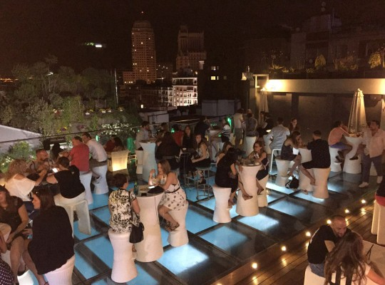 Noche gente  -  Sunset Lookers Hotel Santo Domingo