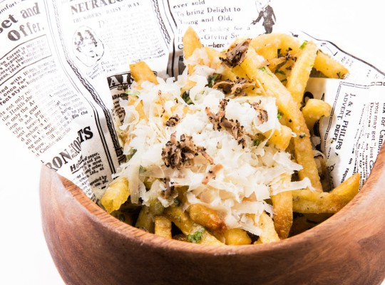 Patatas New York Style con trufa y parmesano_Ewan Beach Club