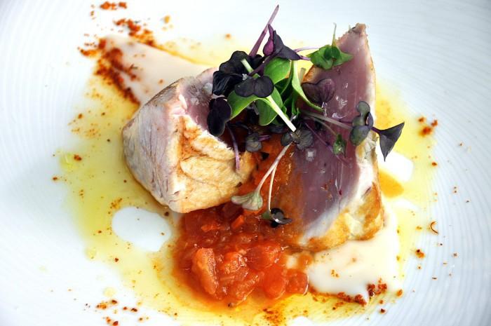 Taco de bonito asado a la parrilla con tomate confitado y crema de yuca, Gaztelupe