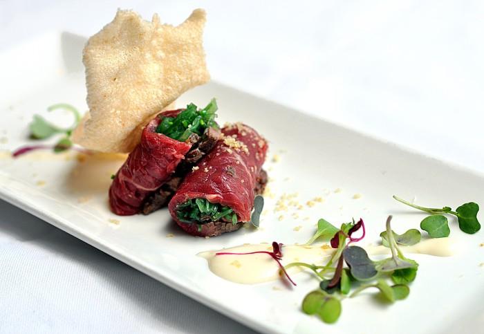 Roastbeef de vaca rubia gallega, salsa Perigord y crema de patata, Goizeko