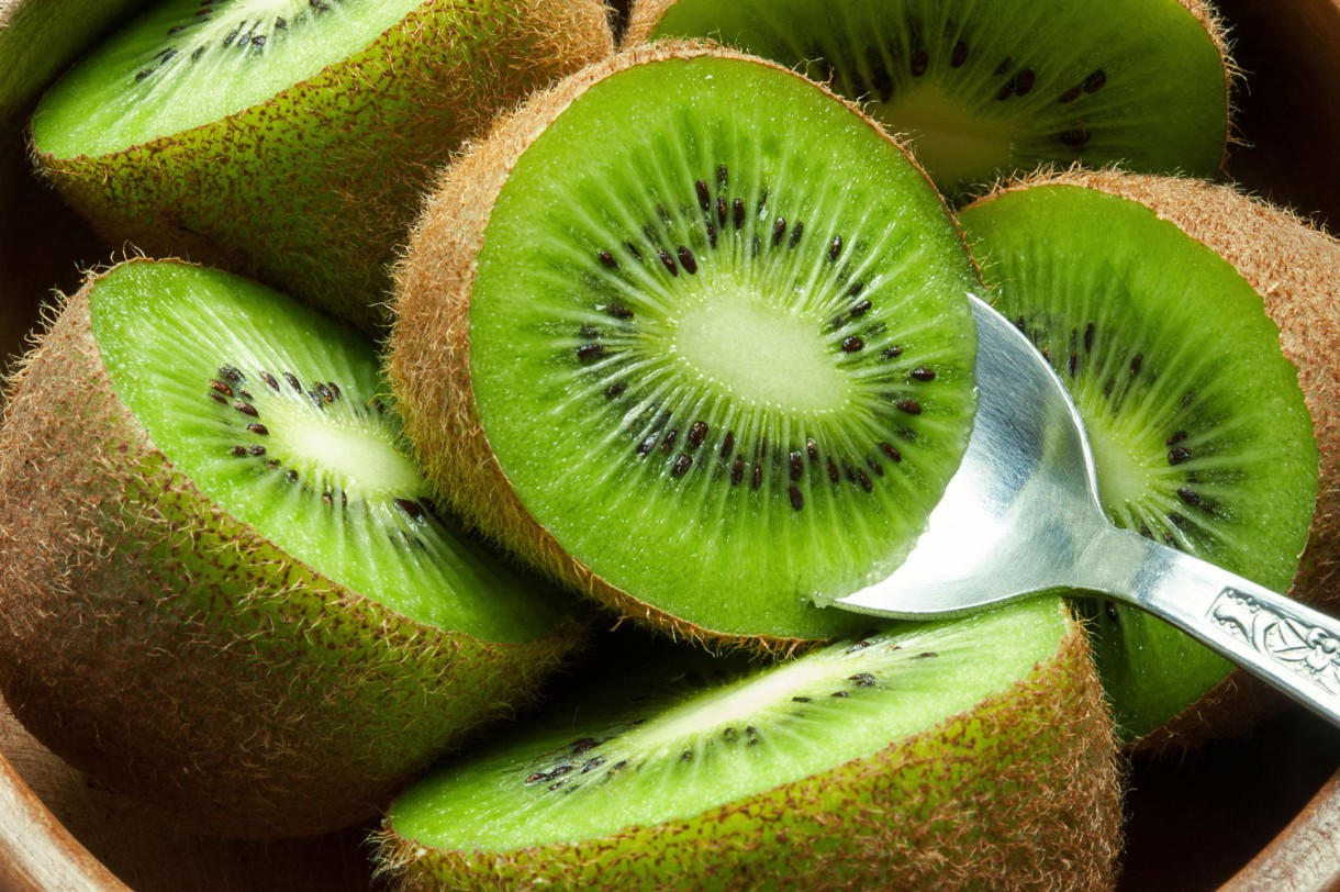 Los 12 beneficios saludables de comer kiwi ¿por qué es tan bueno?