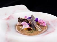 Anguila ahumada y trufa, pilpil de coliflor y ajonegro a modo de ajoblanco_Arbidel_2