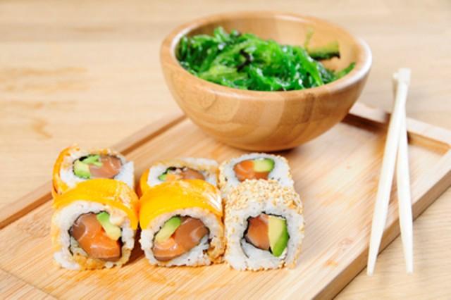Cheddar salmón roll, Salmón roll y Ensalada wakame, Go! Sushing