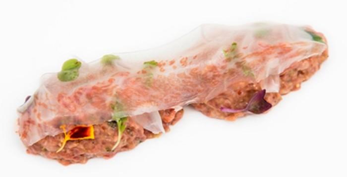 Steak-tartar-ibérico-con-lámina-de-tocino_Casona-del-Judío-700x467