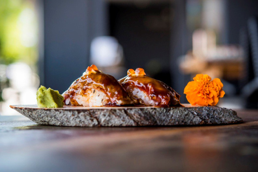 Sushi de solomillo flambeado y chili, Kanbun