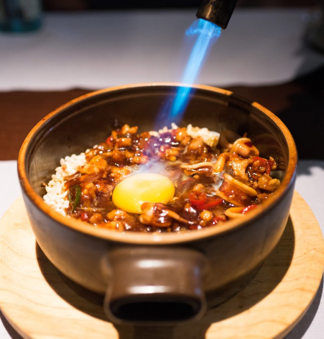 Ku Bak crujiente acompañado de pollo y mariscos con huevo de pita pinta - Shanghay mama