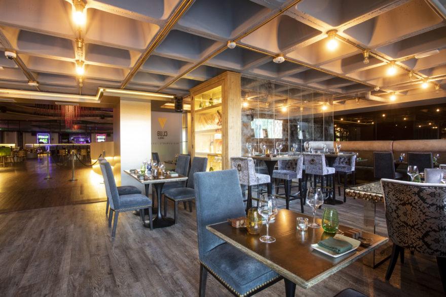 Restaurante Con Sala De Fiestas Al Fondo 1m V Club Feat Arola