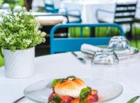 Ensalada De Burrata, Tomate Azul, Cristal De Albahaca Y Perlas De Pesto El Jardín De Alma