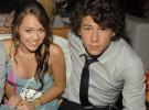 Miley Cyrus quiere romper con Justin Gaston para volver con Nick Jonas