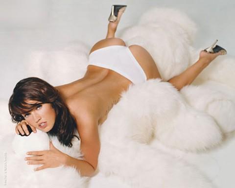 A Megan Fox le ofrecen aviones, a cambio de su número de teléfono