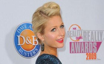 Paris Hilton de tonta tiene lo justo
