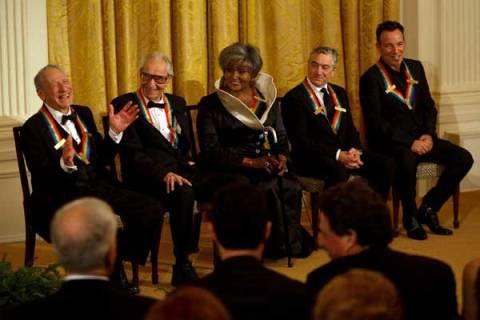 obama rinde un homenaje a las artes escenicas