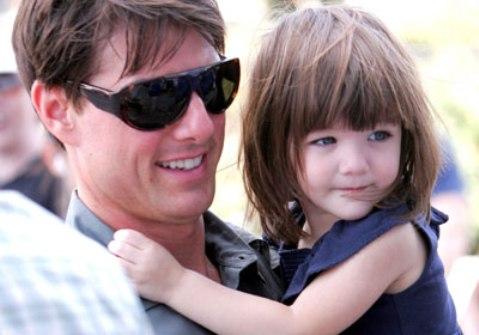 tom cruise le regala a su hija suri un coche de carreras